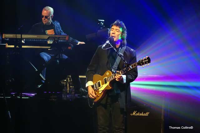 Steve hackett revisits genesis with rock titan tv for genesis steve hackett genesis revisited photo by tom collins m4hsunfo